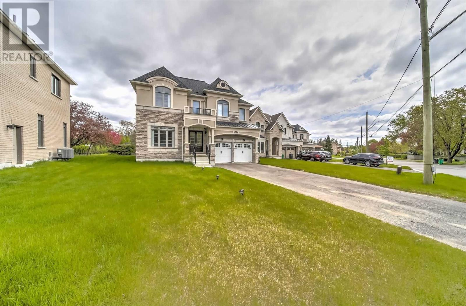 2385 Old Carriage Rd, Mississauga, Ontario  L5C 1Y6 - Photo 2 - W4556703