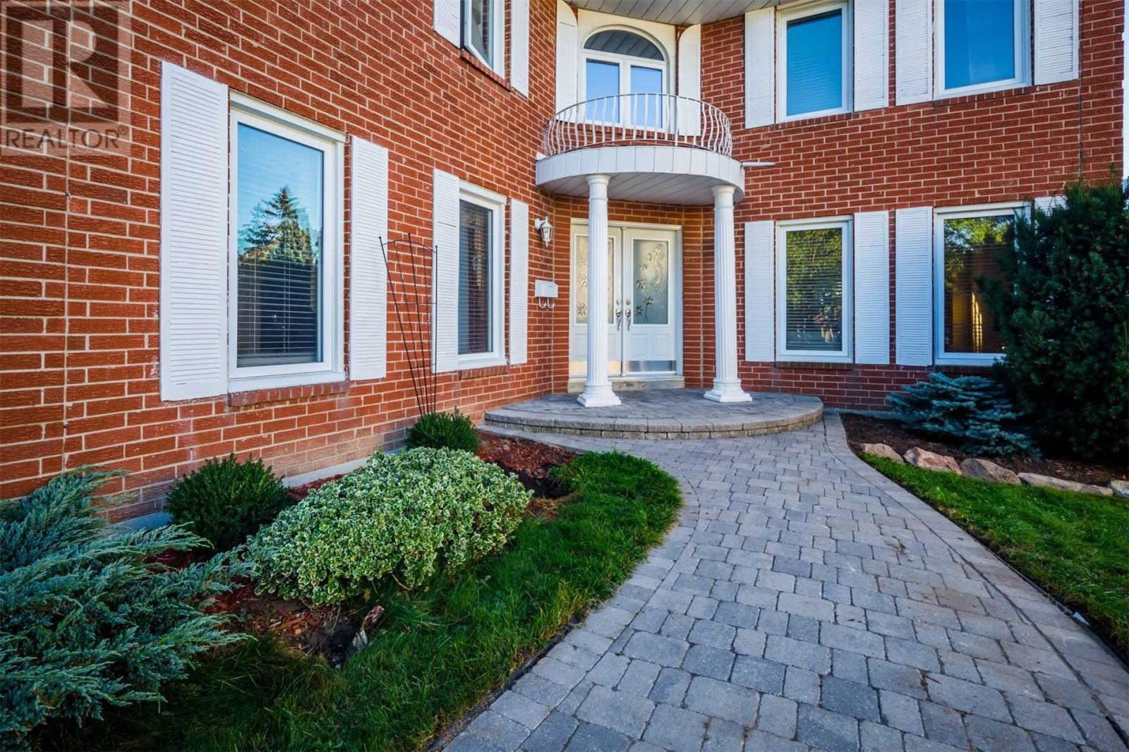 4029 Garnetwood Chse, Mississauga, Ontario  L4W 2H3 - Photo 2 - W4617963