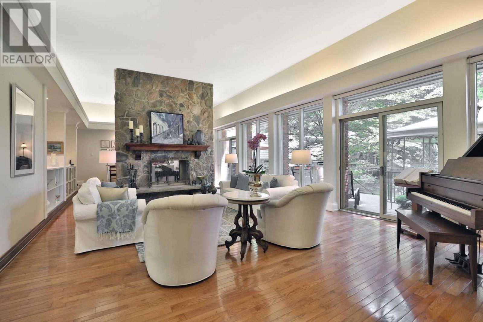 306 Lakeshore Rd W, Oakville, Ontario  L6K 1G1 - Photo 5 - W4635405