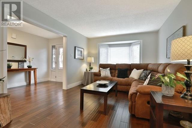 93 Waldie Rd, Oakville, Ontario  L6L 6G5 - Photo 4 - W4616639