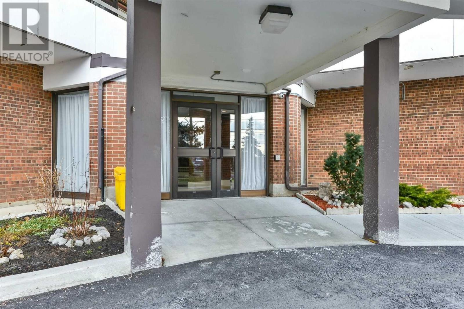 #1108 -3025 Queen Frederica Dr, Mississauga, Ontario  L4Y 3A1 - Photo 2 - W4647888