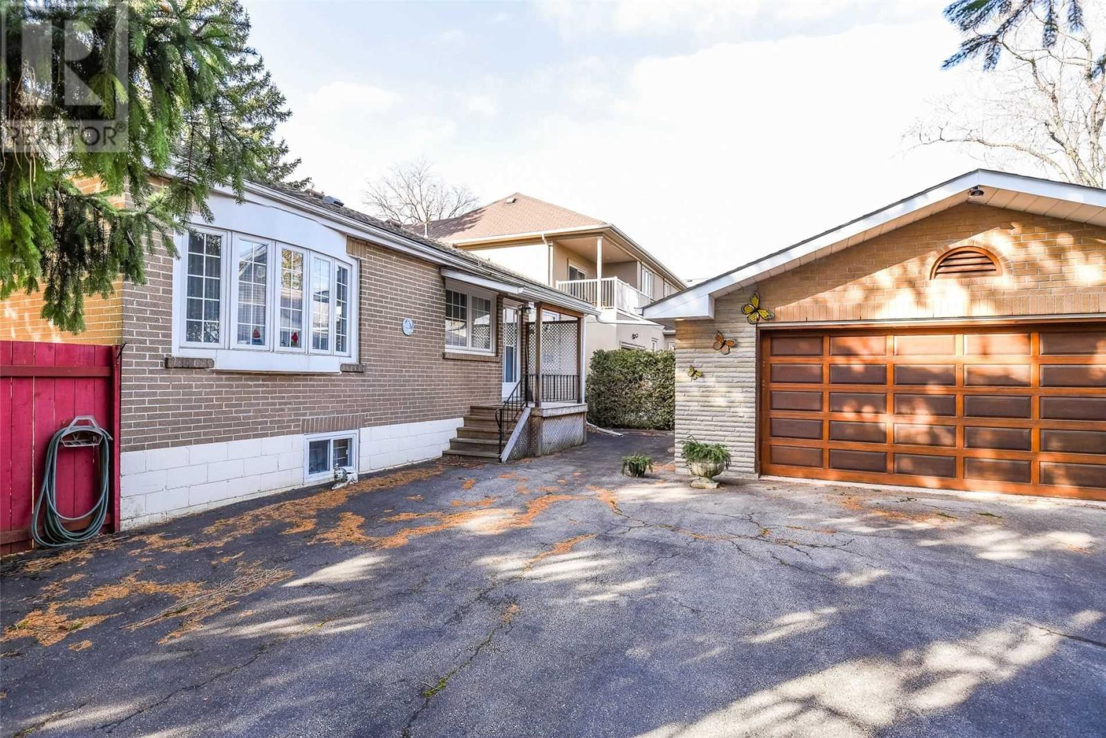 263 Burton Rd, Oakville, Ontario  L6K 2K7 - Photo 15 - W4657794
