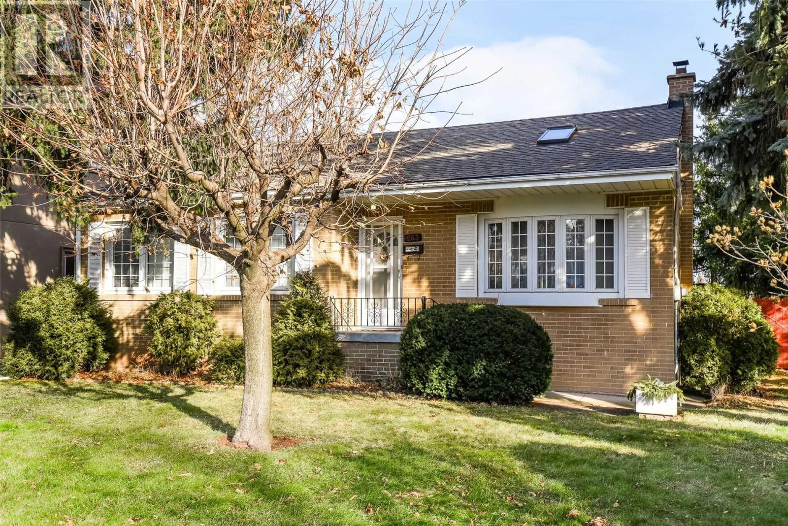 263 Burton Rd, Oakville, Ontario  L6K 2K7 - Photo 3 - W4657794