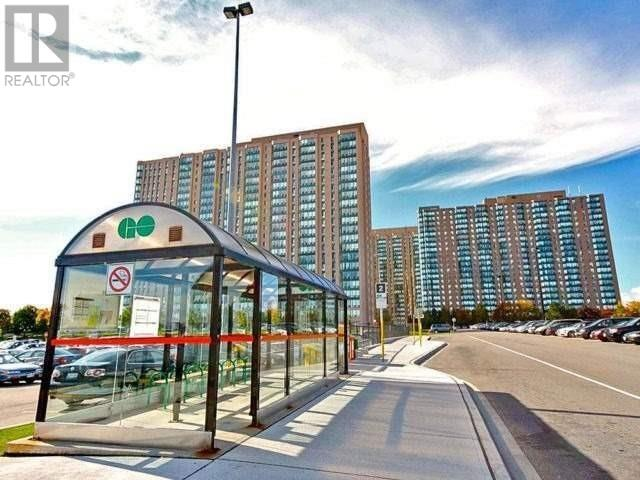 ##2013 -115 Hillcrest Ave, Mississauga, Ontario  L5B 3Y9 - Photo 2 - W4666179