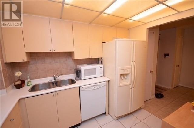 ##2013 -115 Hillcrest Ave, Mississauga, Ontario  L5B 3Y9 - Photo 7 - W4666179