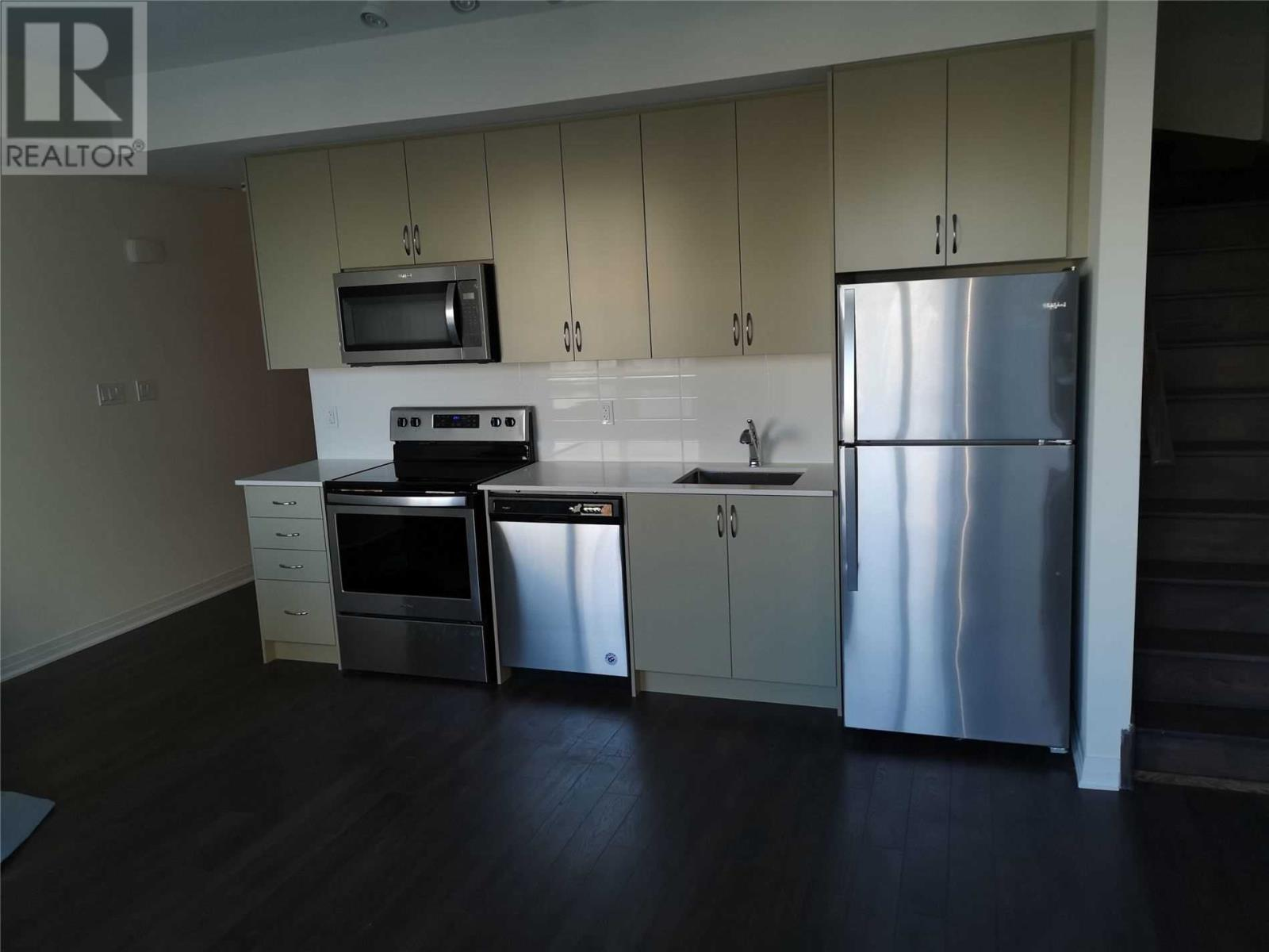 #12 -670 Atwater Ave, Mississauga, Ontario  L5G 0B6 - Photo 3 - W4666453