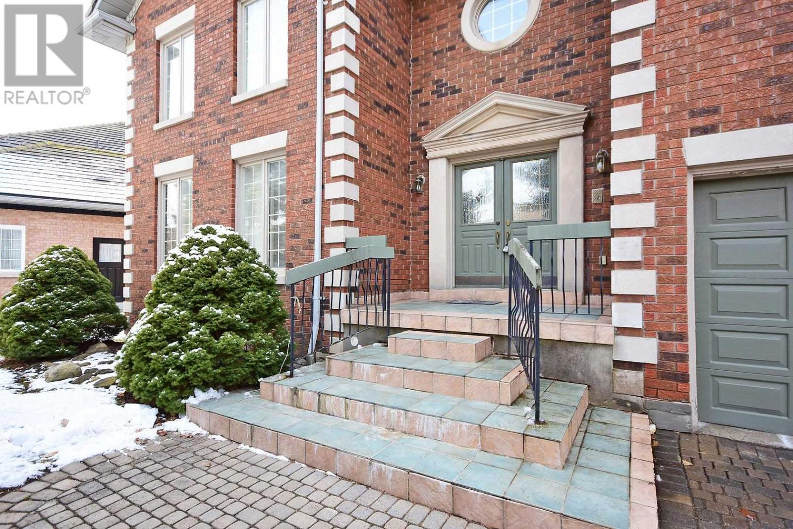 2222 Rosegate Dr, Mississauga, Ontario  L5M 5A6 - Photo 2 - W4666736