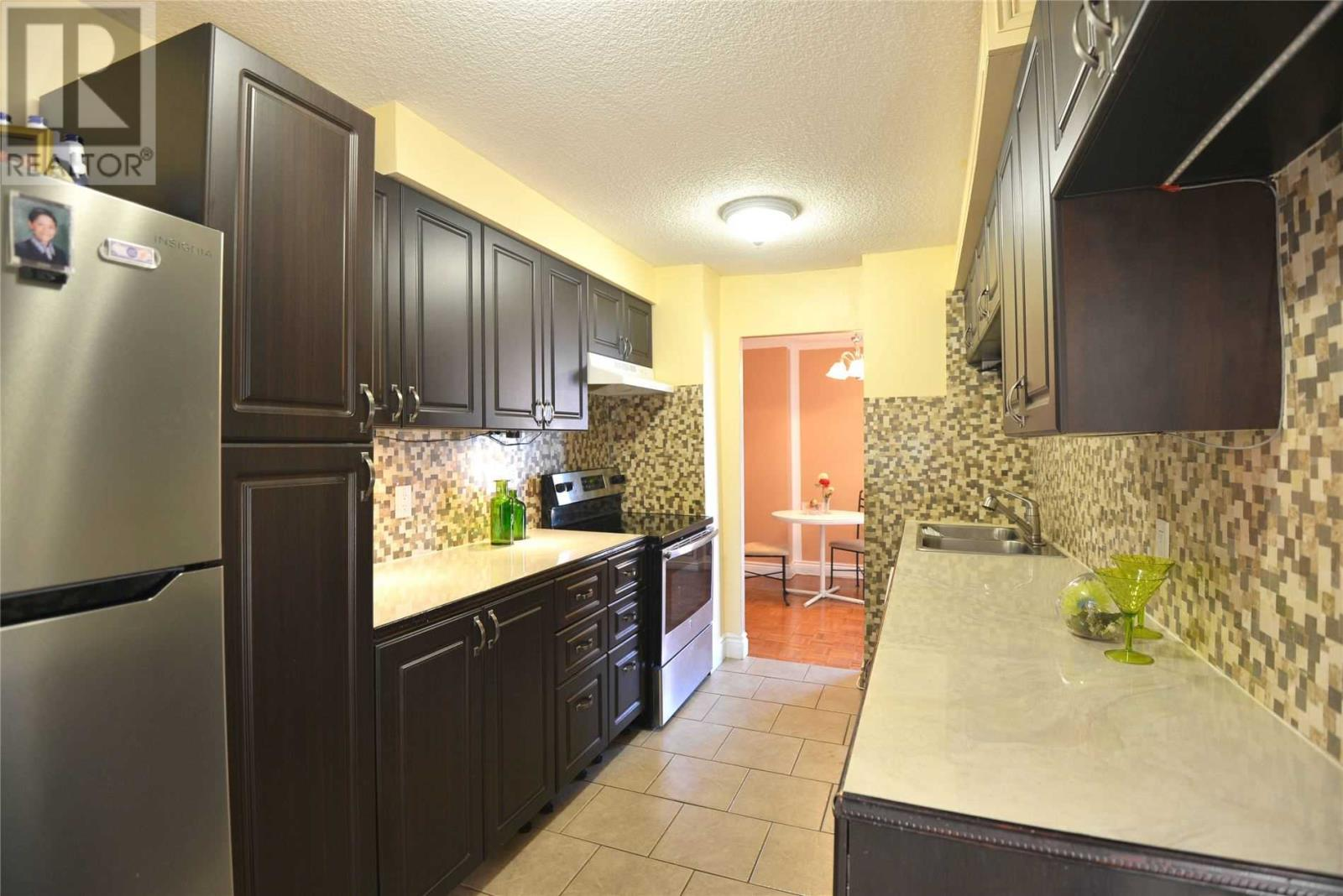 #803 -3170 Kirwin Ave, Mississauga, Ontario  L5A 3R1 - Photo 2 - W4667390