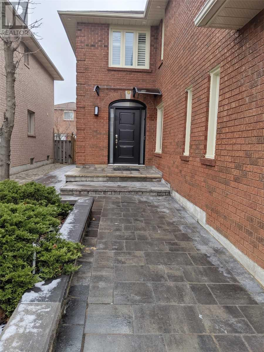3358 Nutcracker Dr, Mississauga, Ontario  L5N 6E6 - Photo 2 - W4668500