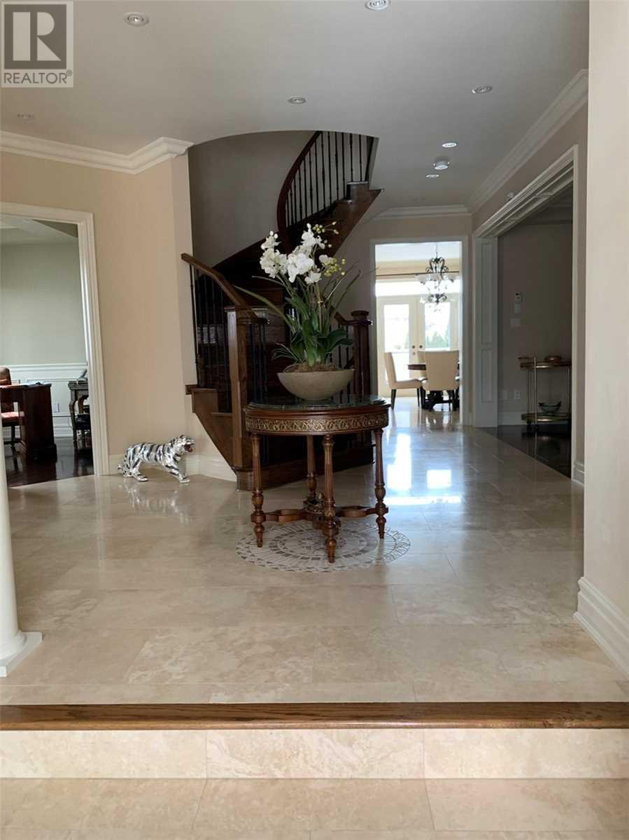 1371 Hickory Rd, Mississauga, Ontario  L4W 1L4 - Photo 2 - W4669374