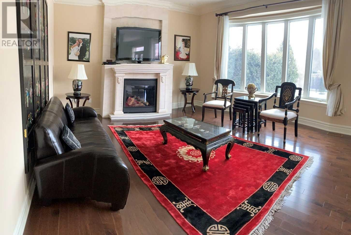 1371 Hickory Rd, Mississauga, Ontario  L4W 1L4 - Photo 3 - W4669374