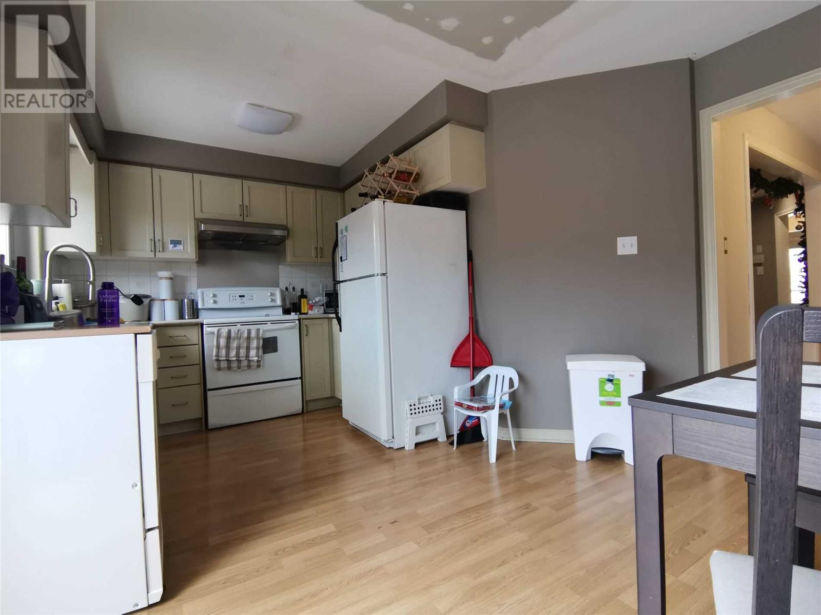 3879 Densbury Dr, Mississauga, Ontario  L5N 6Y9 - Photo 5 - W4669746