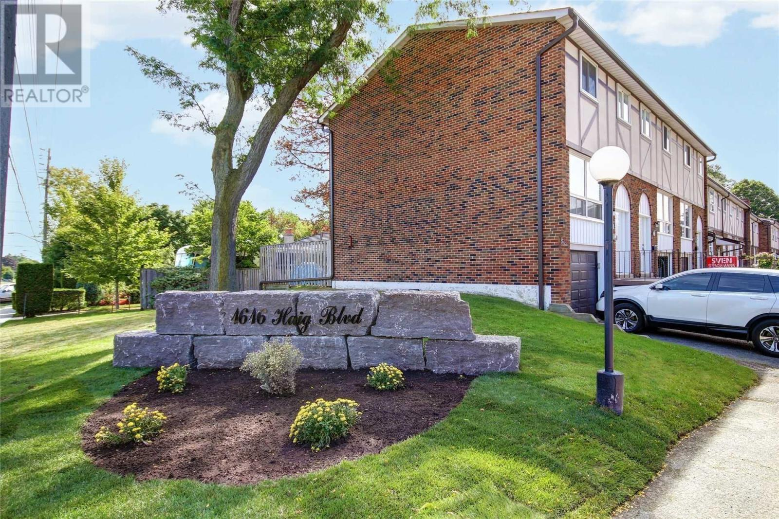 #50 -1616 Haig Blvd, Mississauga, Ontario  L5E 3C9 - Photo 3 - W4670059