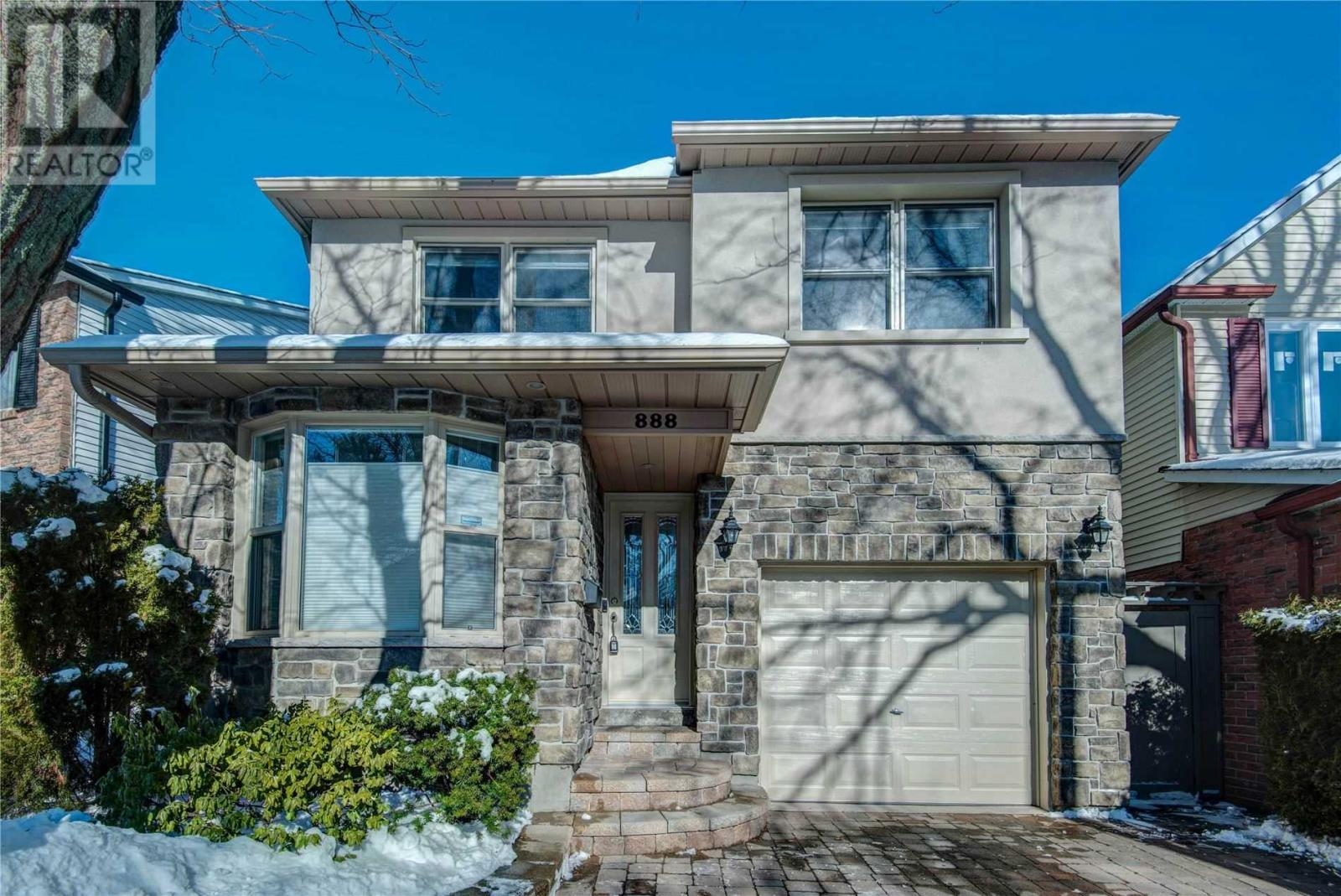 888 Sweetwater Cres, Mississauga, Ontario  L5H 4A8 - Photo 1 - W4673774