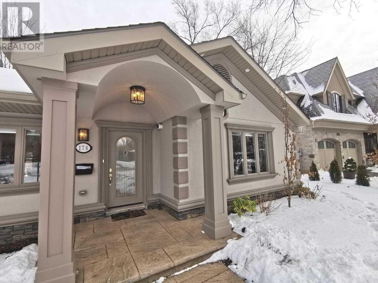 176 Maplewood Rd, Mississauga, Ontario  L5G 2M6 - Photo 2 - W4675513