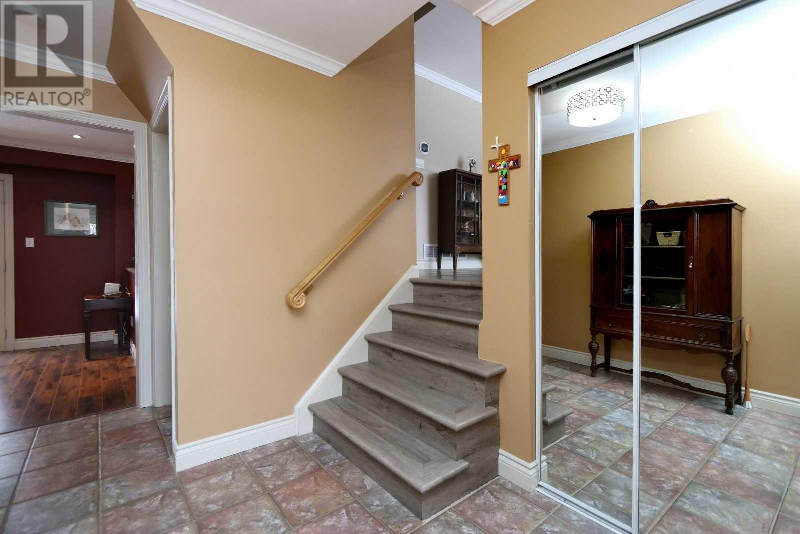 2524 Windjammer Rd, Mississauga, Ontario  L5L 1H9 - Photo 3 - W4675885