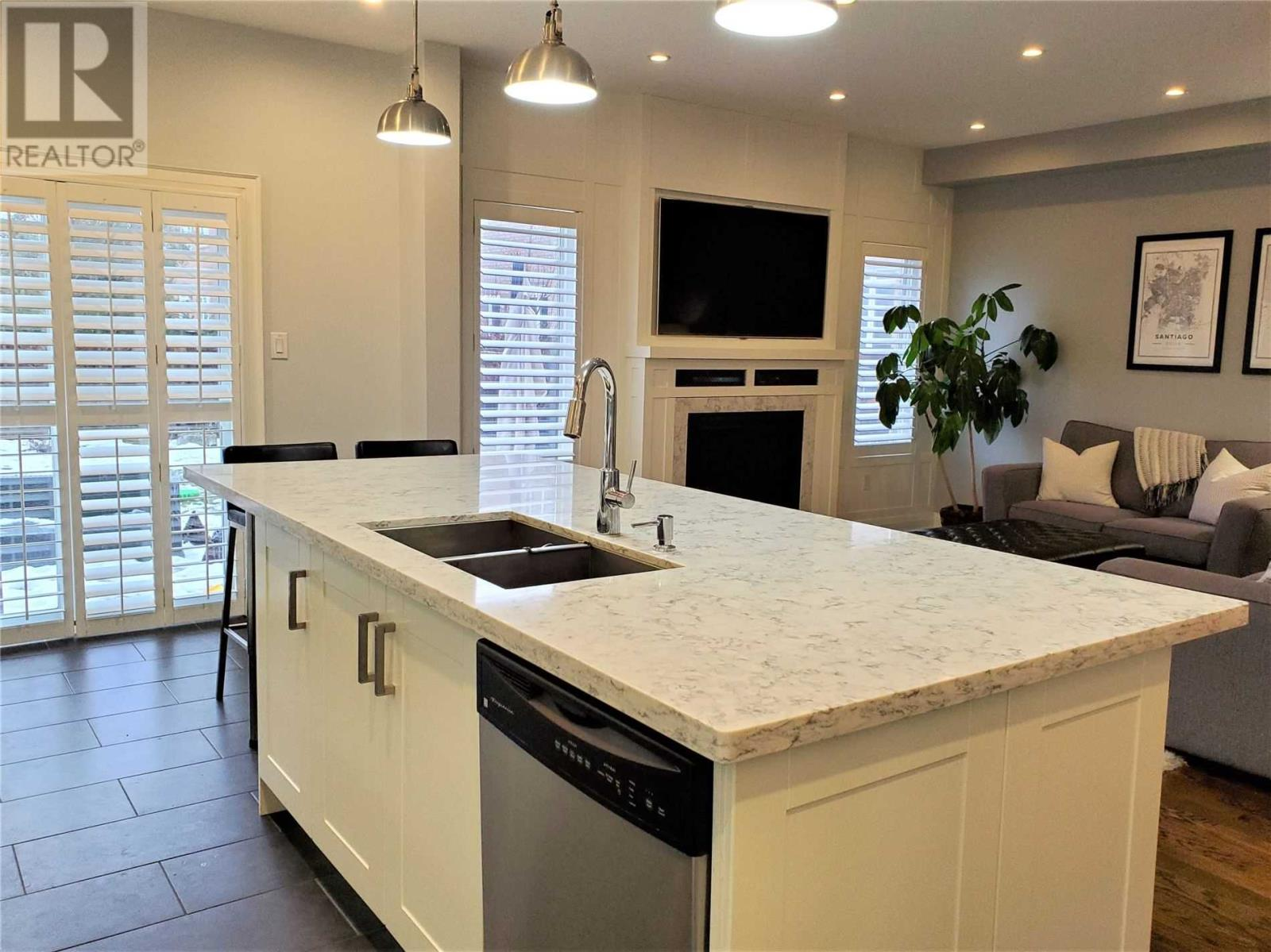 5526 Challenger Dr, Mississauga, Ontario  L5M 0G9 - Photo 8 - W4676111