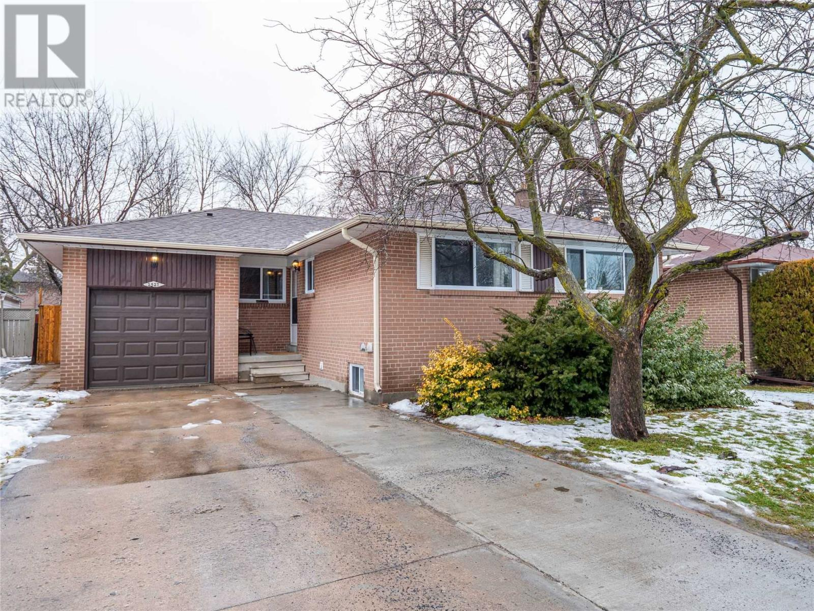 2527 Constable Rd, Mississauga, Ontario  L5J 1V9 - Photo 1 - W4676256