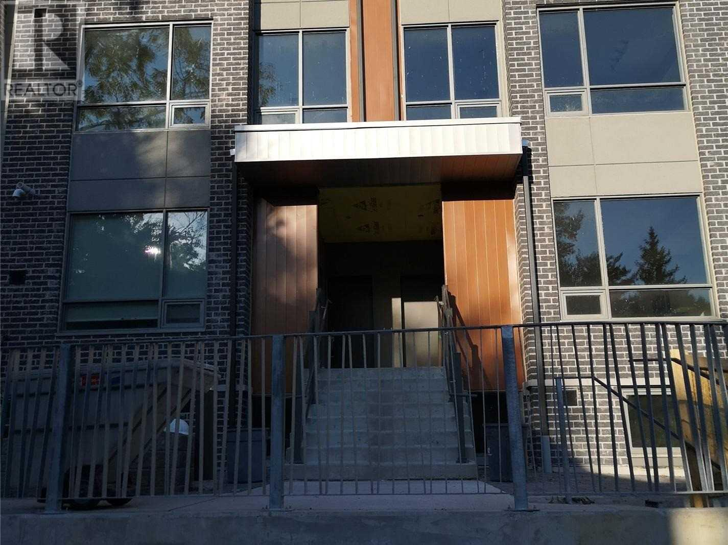 #12 -670 Atwater Ave, Mississauga, Ontario  L5G 4K7 - Photo 1 - W4676284