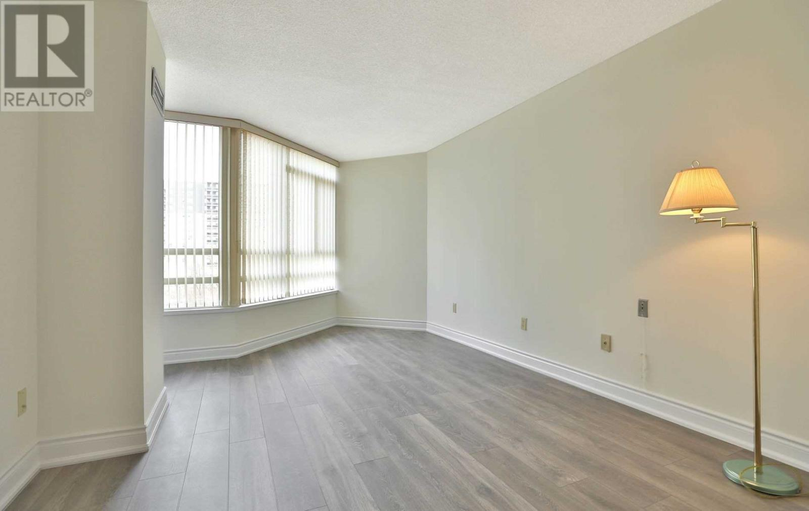 #407 -75 King St E, Mississauga, Ontario  L5A 4G5 - Photo 11 - W4677729