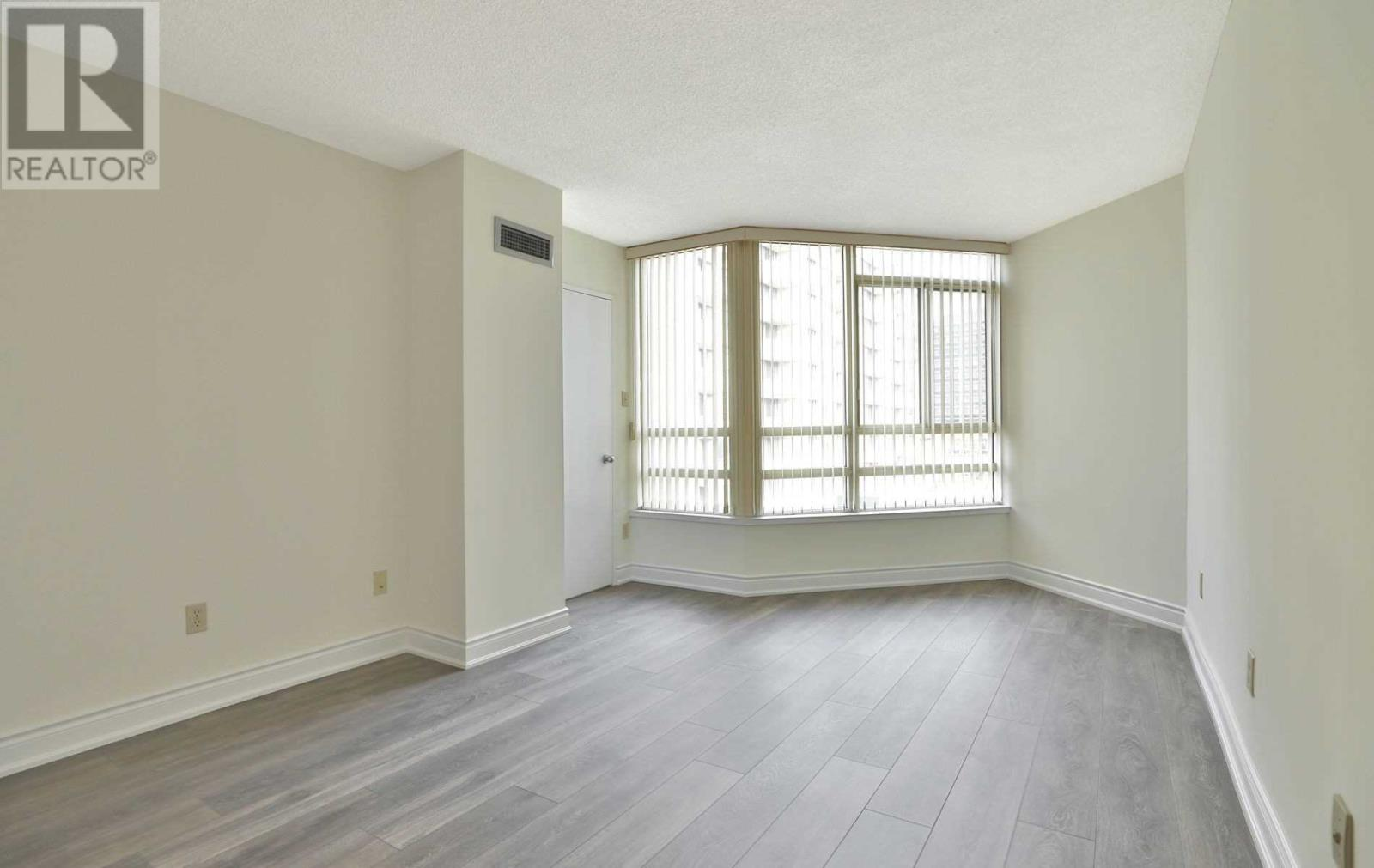 #407 -75 King St E, Mississauga, Ontario  L5A 4G5 - Photo 12 - W4677729