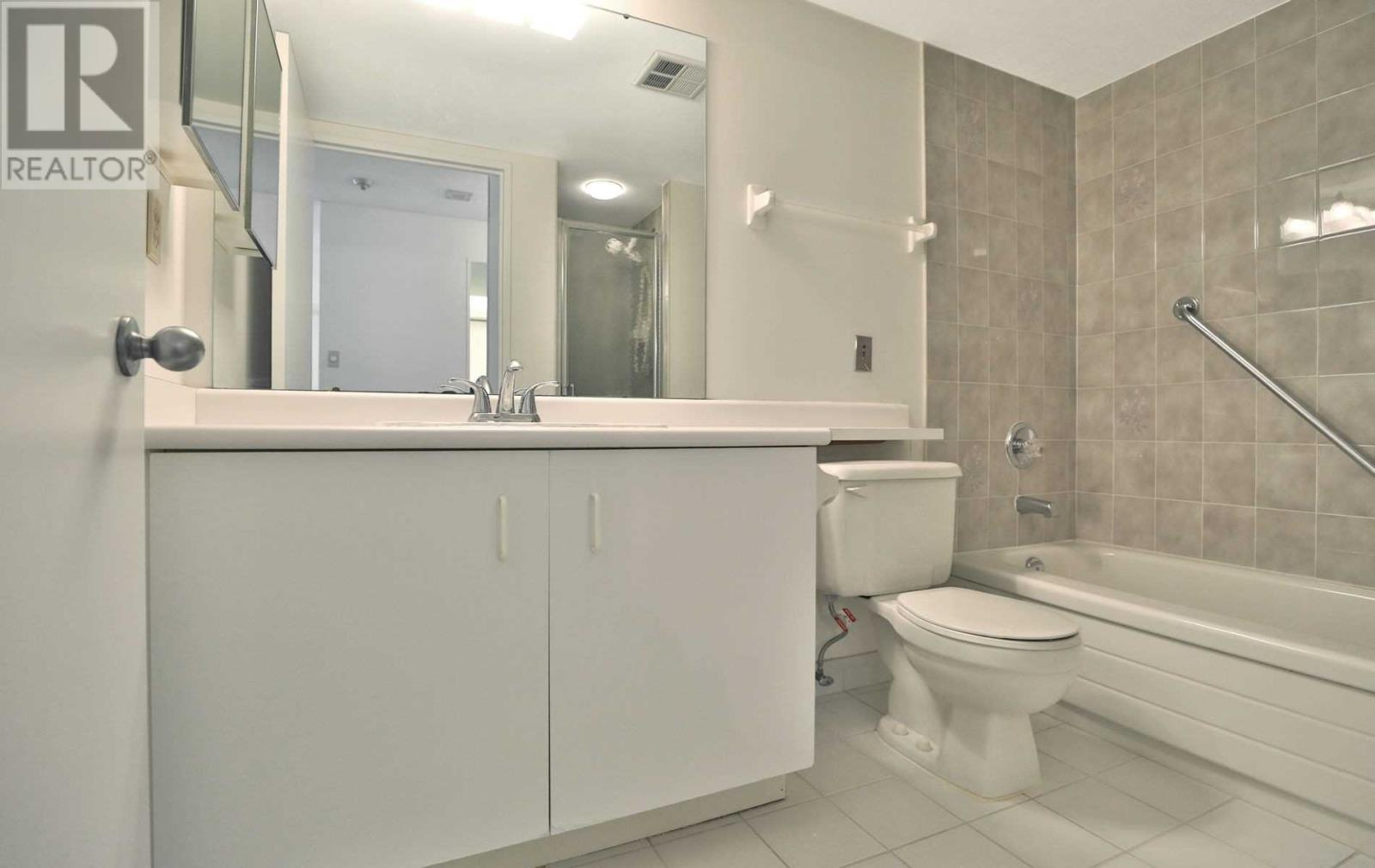 #407 -75 King St E, Mississauga, Ontario  L5A 4G5 - Photo 14 - W4677729