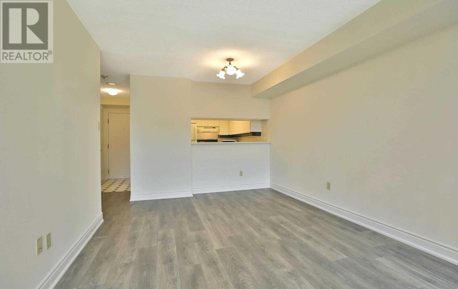 #407 -75 King St E, Mississauga, Ontario  L5A 4G5 - Photo 6 - W4677729