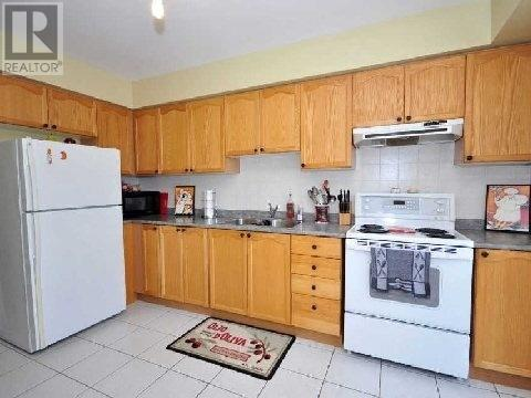 813 Clemens Cres, Mississauga, Ontario  L5V 2S9 - Photo 3 - W4679989