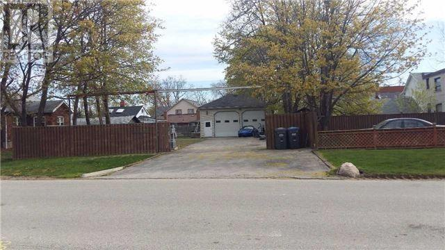 1015 Strathy Ave, Mississauga, Ontario  L5E 2J5 - Photo 2 - W4681258
